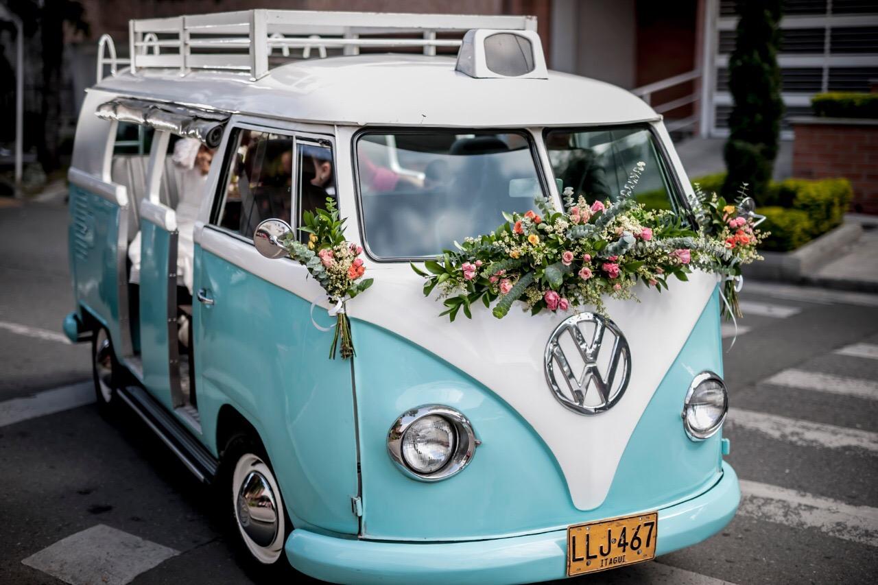 Sutileza (3 arreglos para auto de bodas)